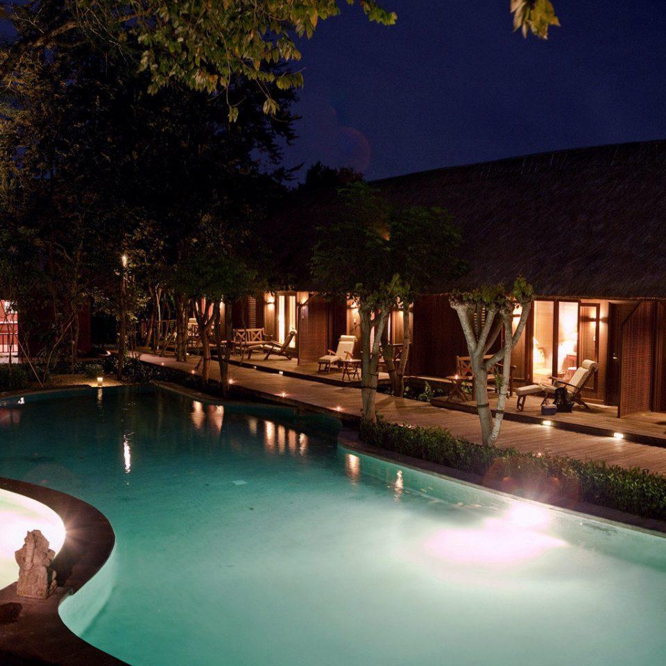 Hot tub/Jacuzzi Lounge Luxury Pool tree swimming pool night Resort landscape lighting lighting backyard mansion Villa