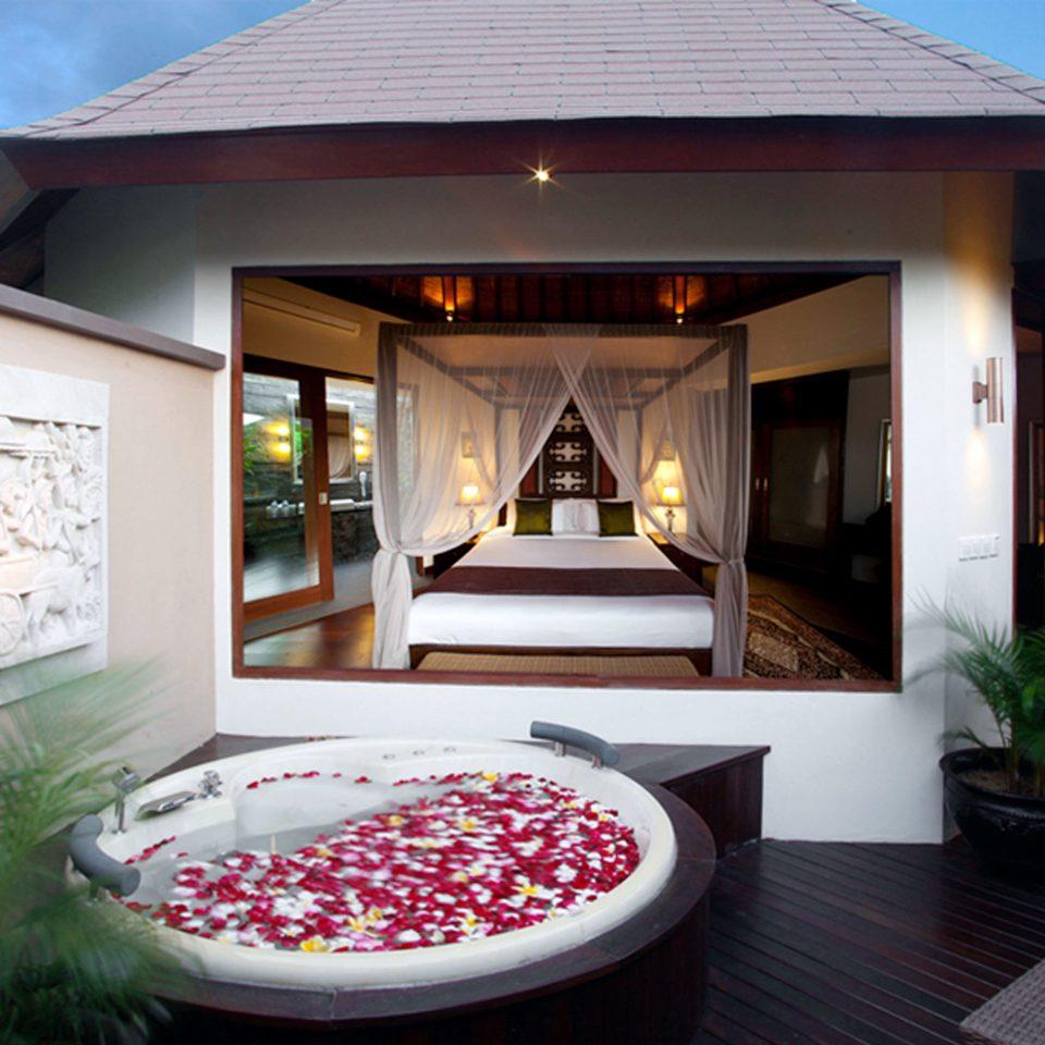 Hot tub/Jacuzzi Patio Romantic Villa property house home living room lighting mansion condominium Resort