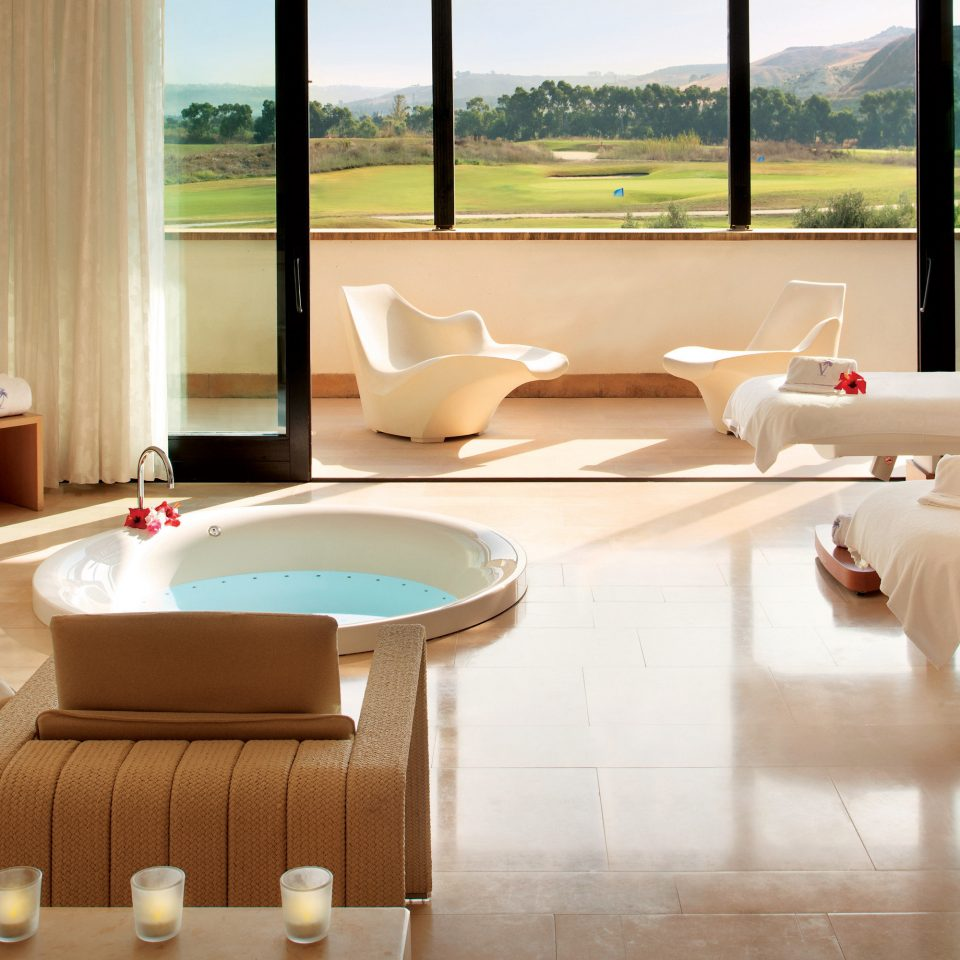 Hot tub/Jacuzzi Scenic views Spa property Suite living room waiting room