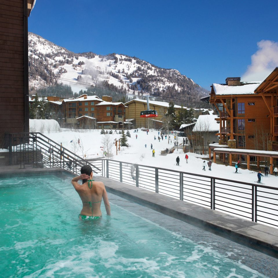 Hot tub Lodge Mountains Nature Outdoor Activities Outdoors Pool Scenic views Ski Terrace leisure swimming pool Resort swimming water sport Sea