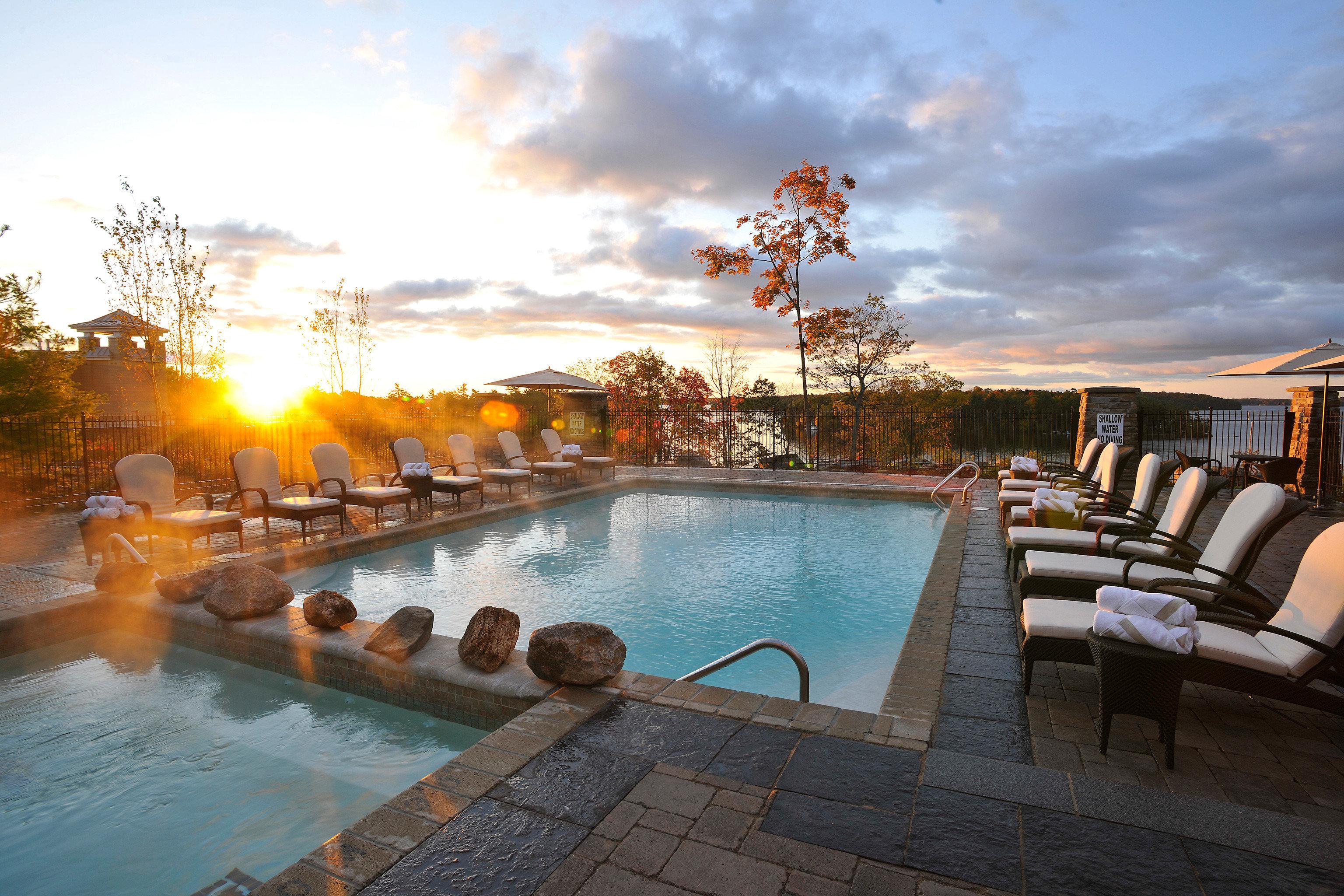 Hot tub Outdoors Play Pool Resort Scenic views sky leisure swimming pool
