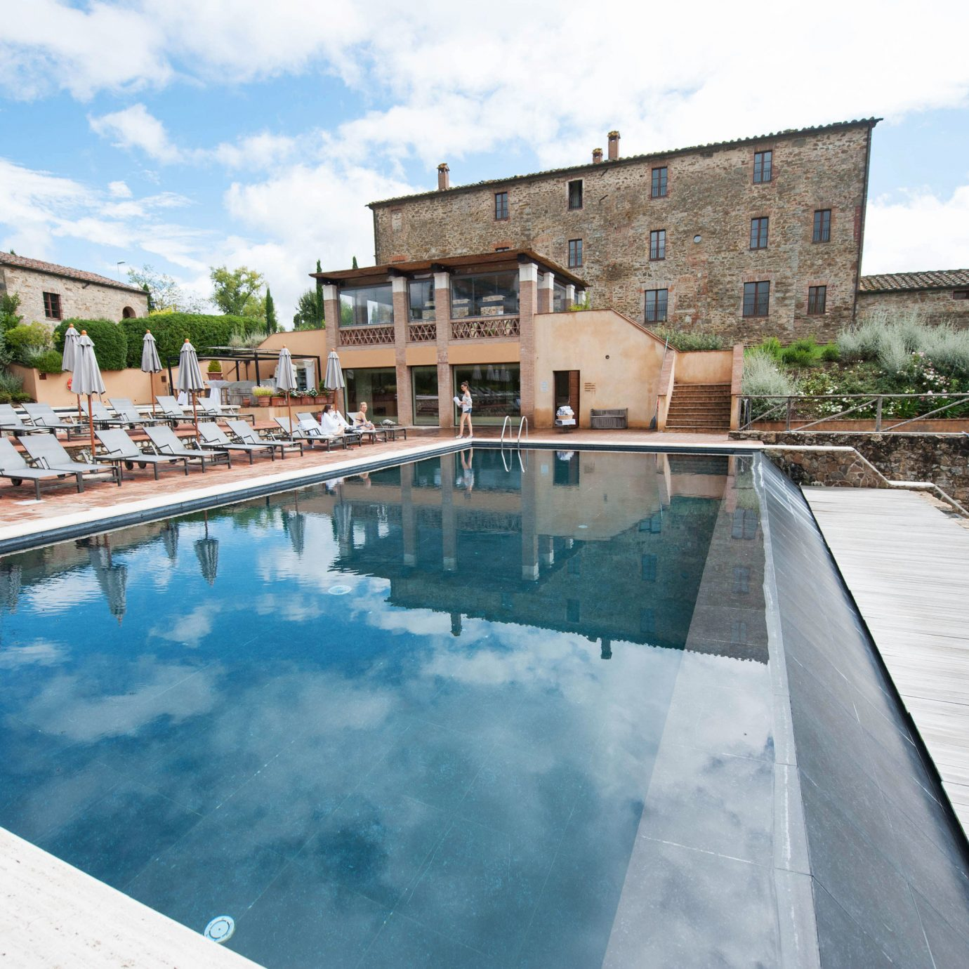 Hotels Italy Romance sky swimming pool property house reflecting pool Villa backyard waterway Resort