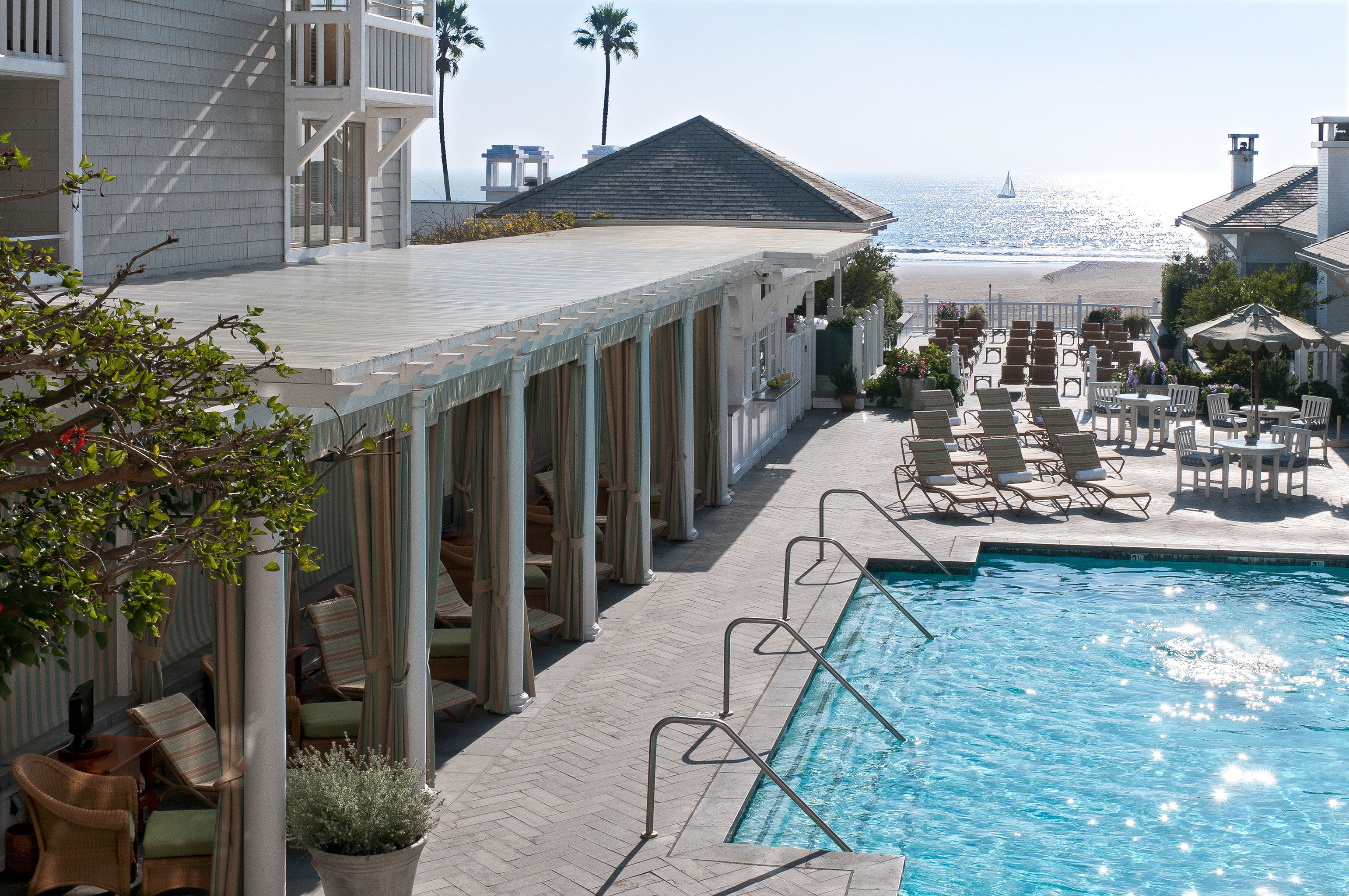 Hotels Lounge Pool building sky property swimming pool Resort home Villa backyard mansion cottage condominium palace