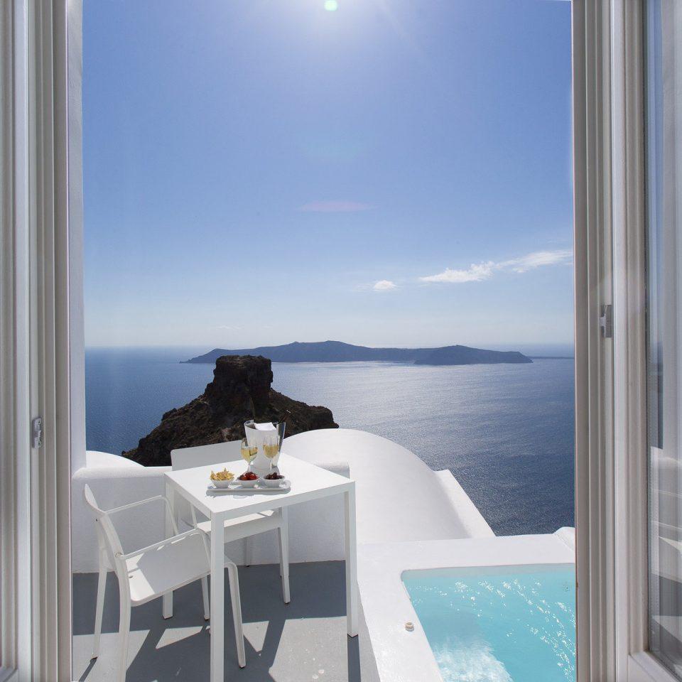 Hotels Romance property house home condominium swimming pool yacht white