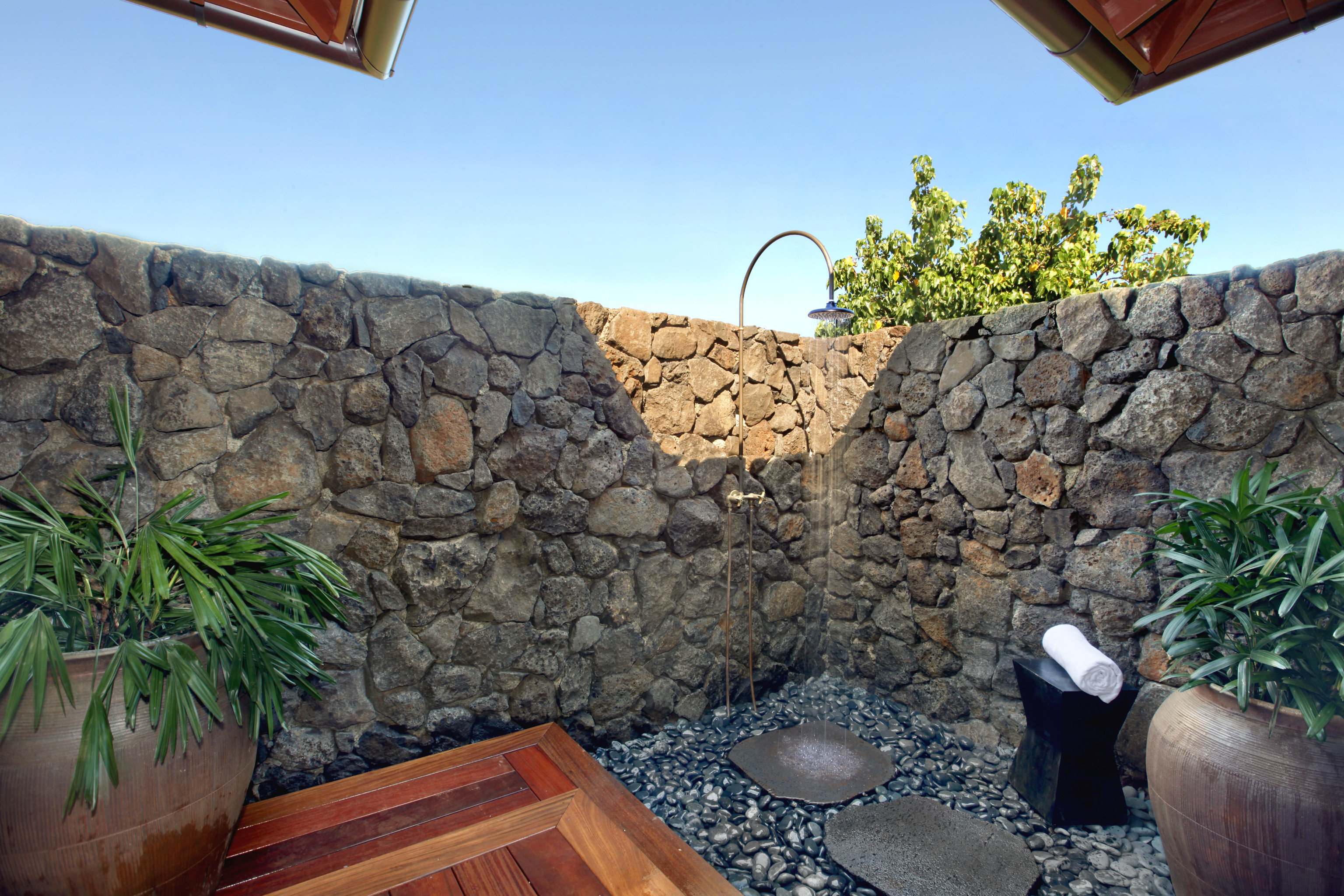 Hotels outdoor shower Outdoors private Romance Tropical water rock wall stone sky property vacation brick landscape backyard Garden