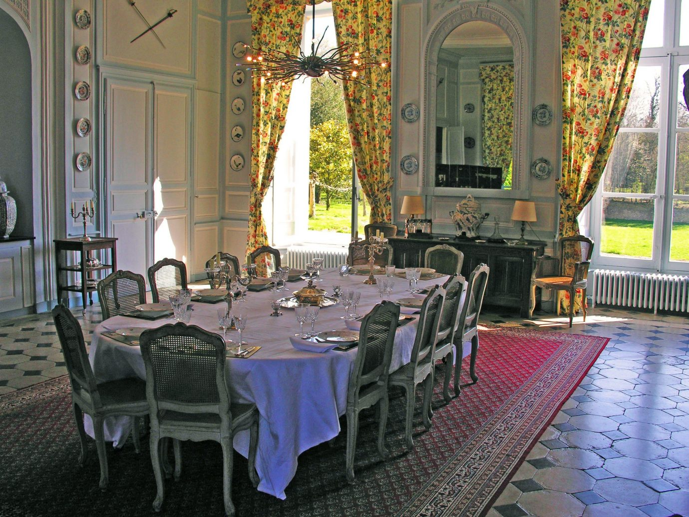 Hotels room property dining room estate restaurant mansion interior design meal palace home cottage aisle furniture