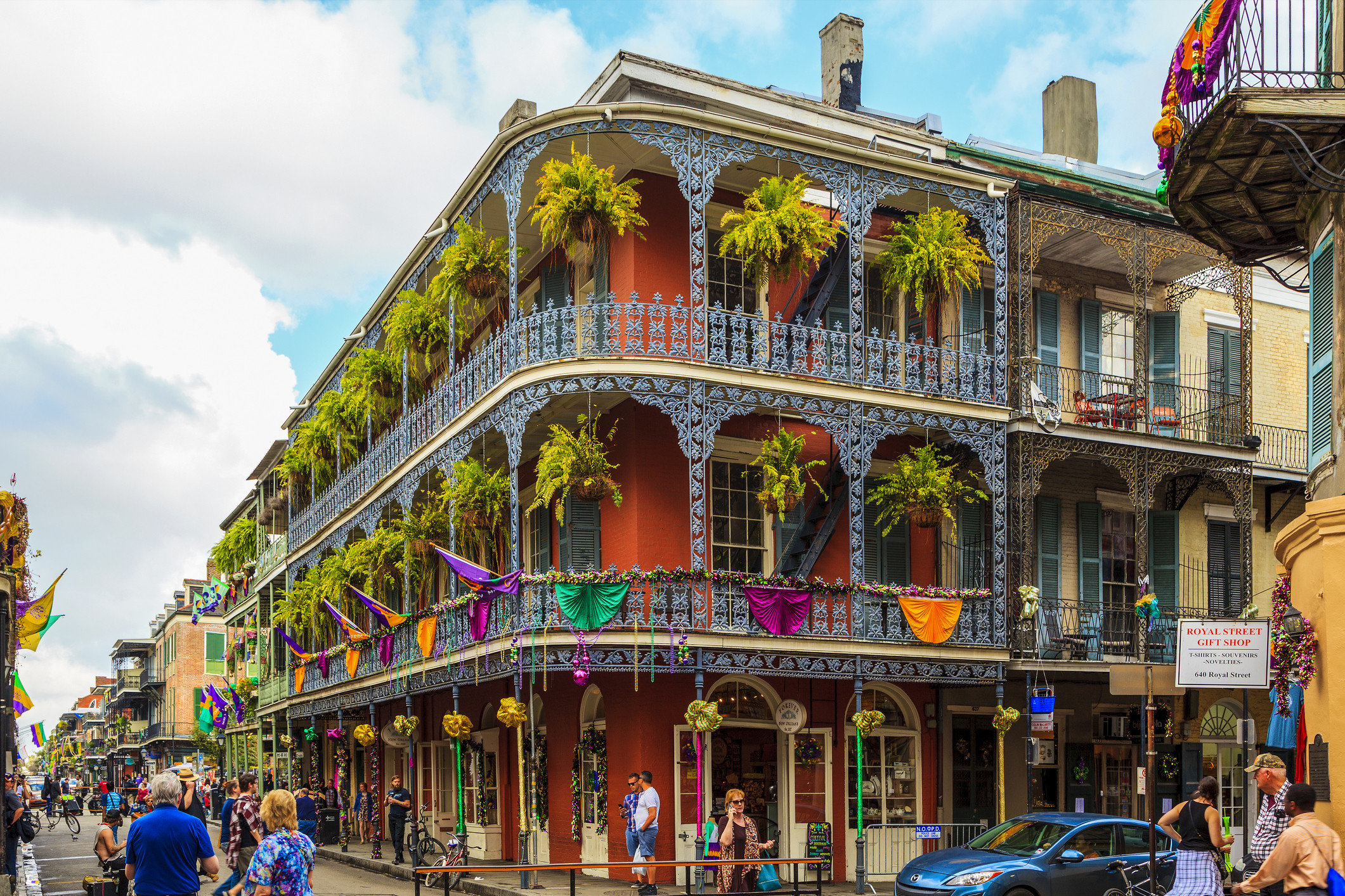 Girls Getaways New Orleans Travel Tips Trip Ideas Weekend Getaways Winter outdoor sky building landmark Town City mixed use neighbourhood street metropolis facade metropolitan area tourism people tourist attraction house tree crowd