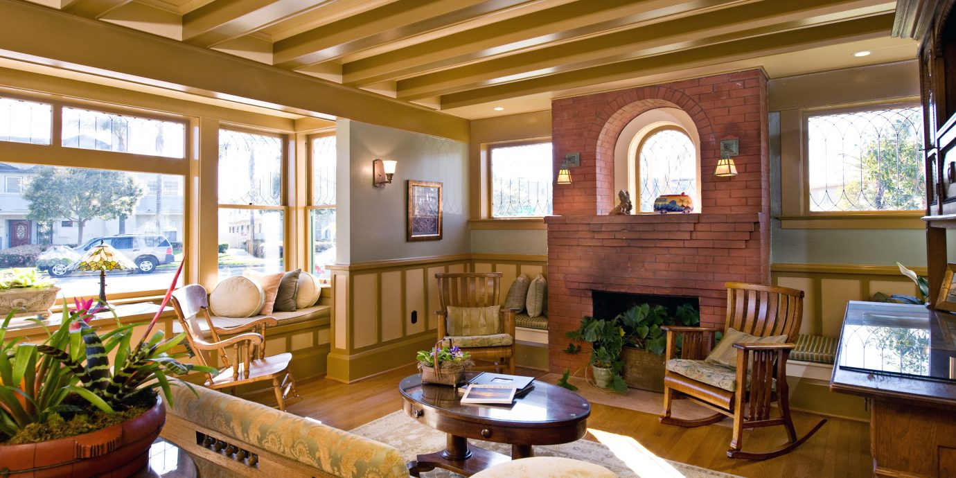 Inn Lodge Lounge Romantic property home living room house Resort restaurant cottage Lobby log cabin