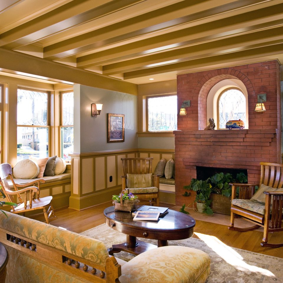 Inn Lodge Lounge Romantic property home living room house Resort restaurant cottage Lobby log cabin