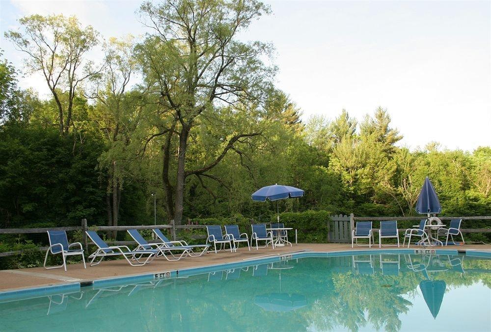 Inn Pool tree sky swimming pool leisure property Resort backyard blue