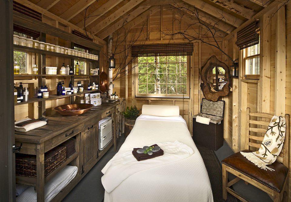 Inn Spa property building home house cottage mansion log cabin farmhouse Resort living room