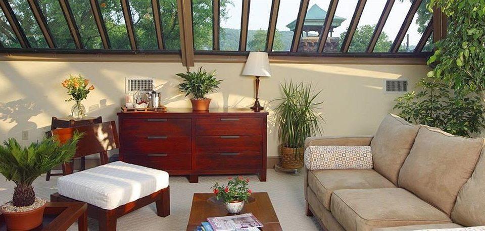 Inn sofa property home plant cottage living room Villa porch Resort condominium outdoor structure backyard leather