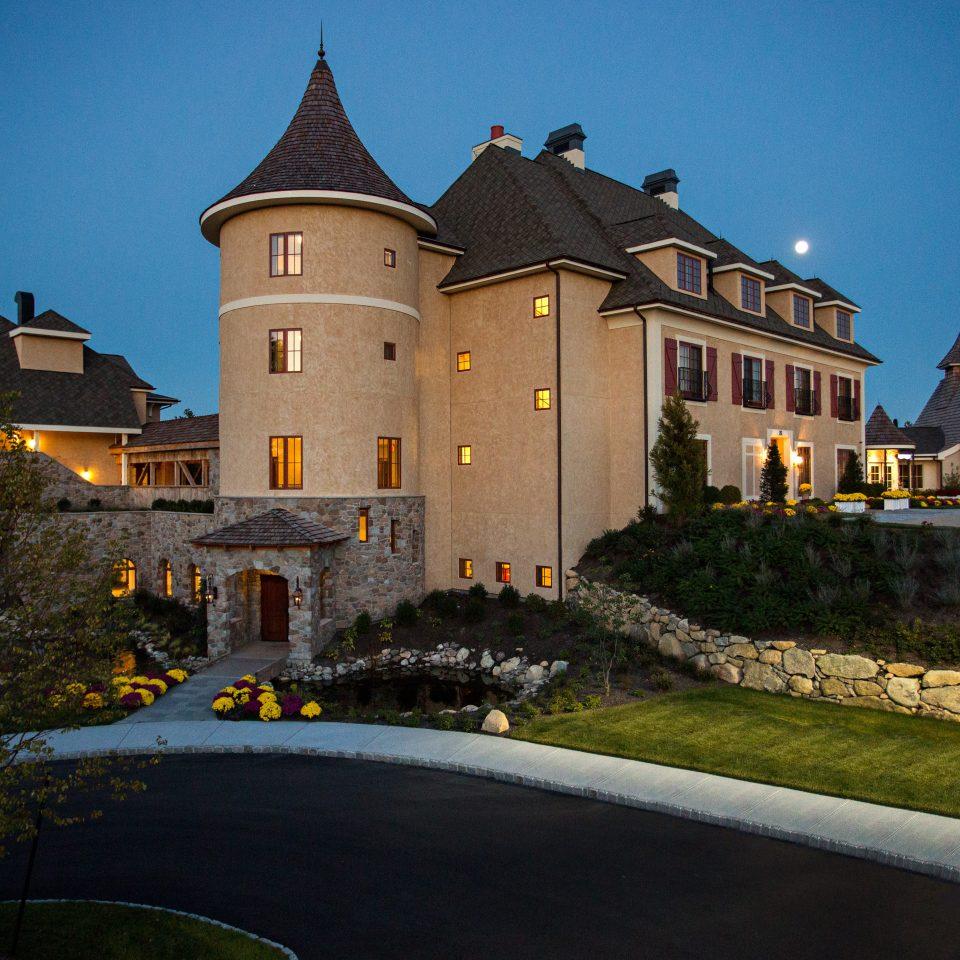 Inn Romance Romantic Spa Wellness grass sky building house château landmark Town night home evening mansion castle