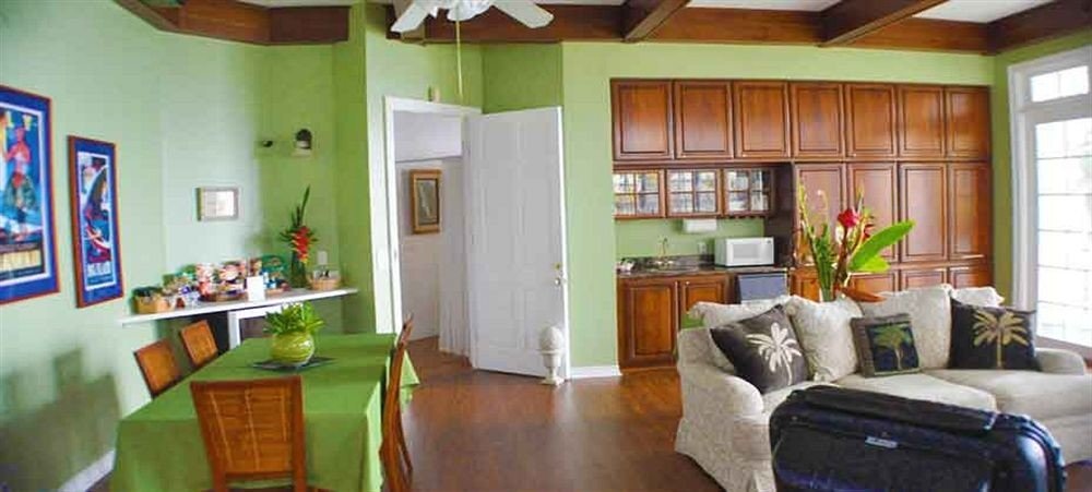Inn Romantic property home living room cottage hardwood condominium farmhouse Villa