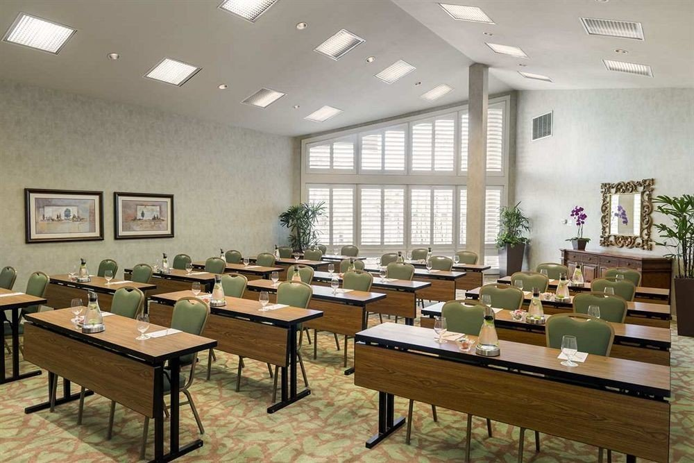 classroom conference hall cafeteria function hall restaurant convention center waiting room Island