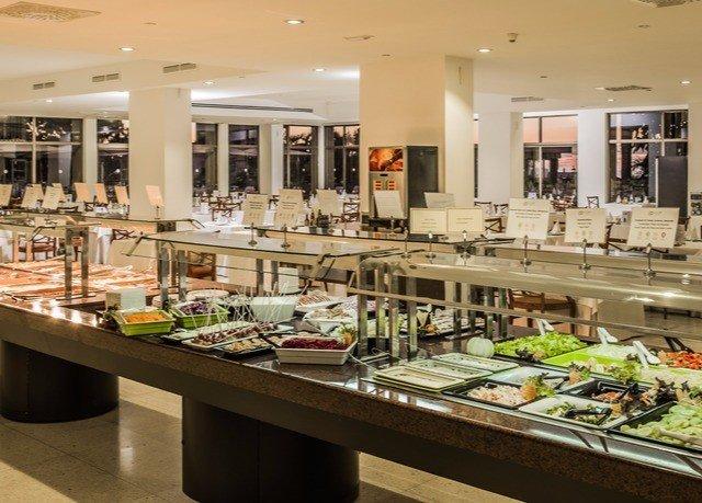 Kitchen counter restaurant cafeteria buffet delicatessen bakery food food court brunch café retail fast food restaurant Island