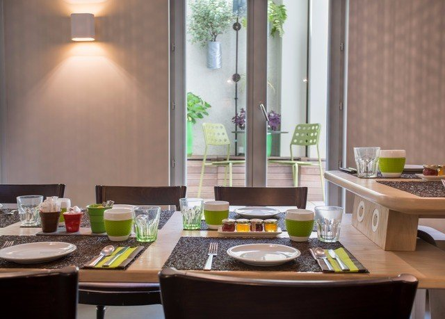 property home restaurant living room Kitchen counter cuisine food condominium Island