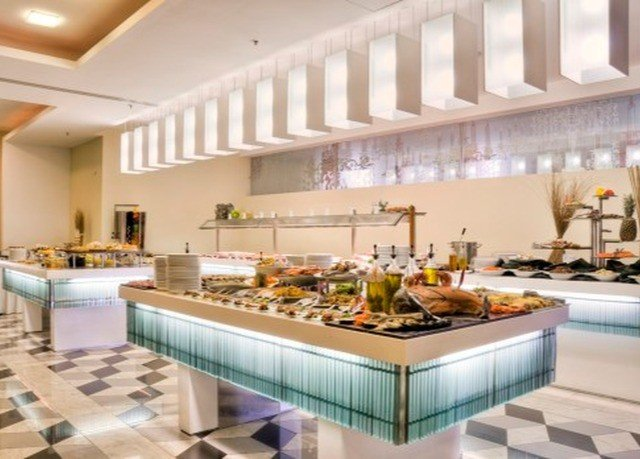 Kitchen property counter buffet Lobby cafeteria food cuisine condominium restaurant function hall Island