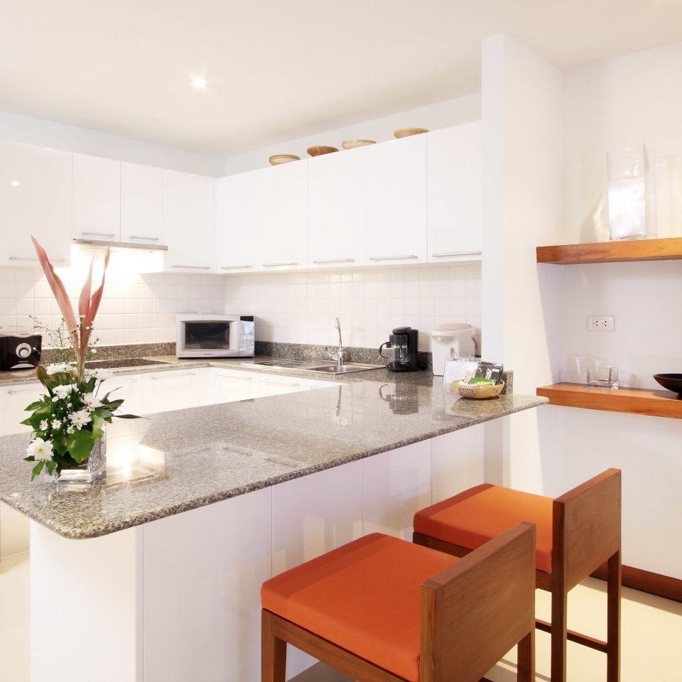 Kitchen Lounge Luxury Modern Scenic views property home hardwood cottage cuisine appliance Island