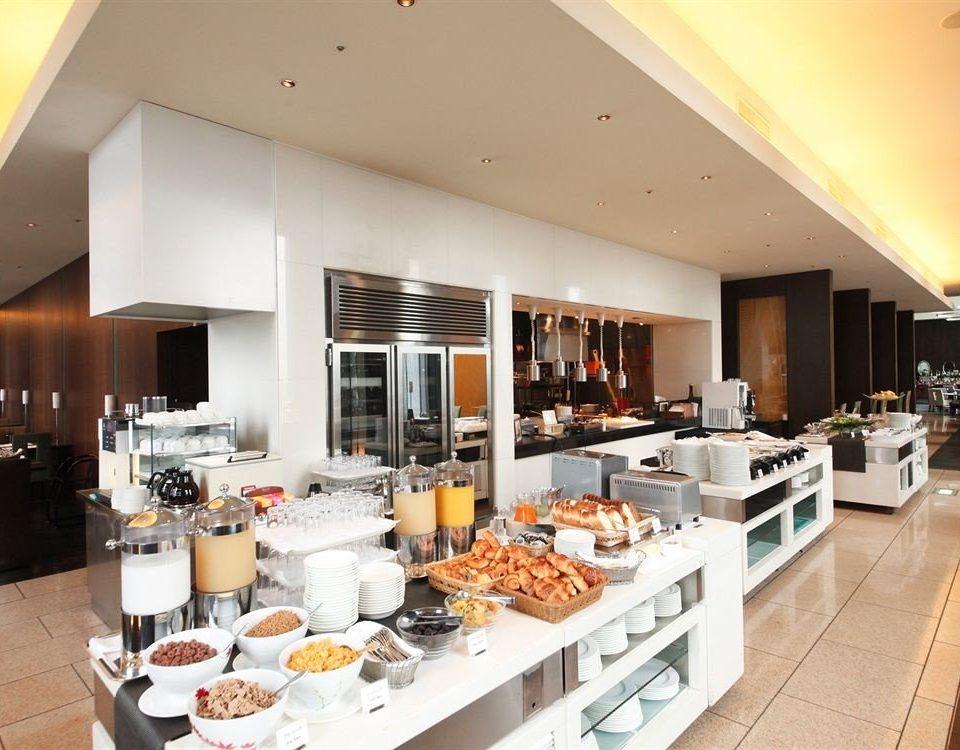 Kitchen counter property cuisine food restaurant buffet cafeteria appliance Island Modern
