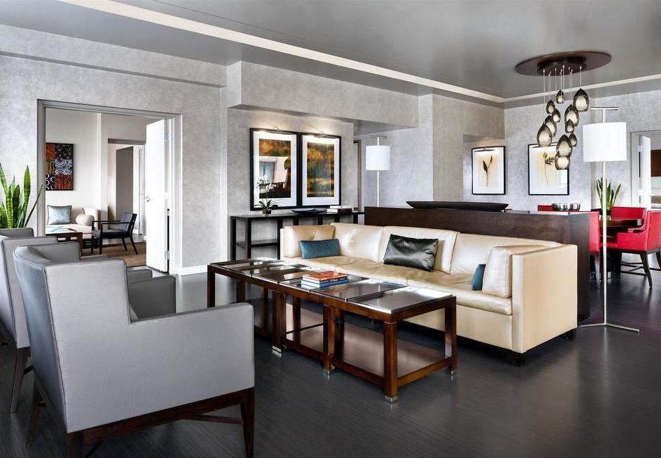 property Kitchen home living room cuisine classique condominium cabinetry Modern Island