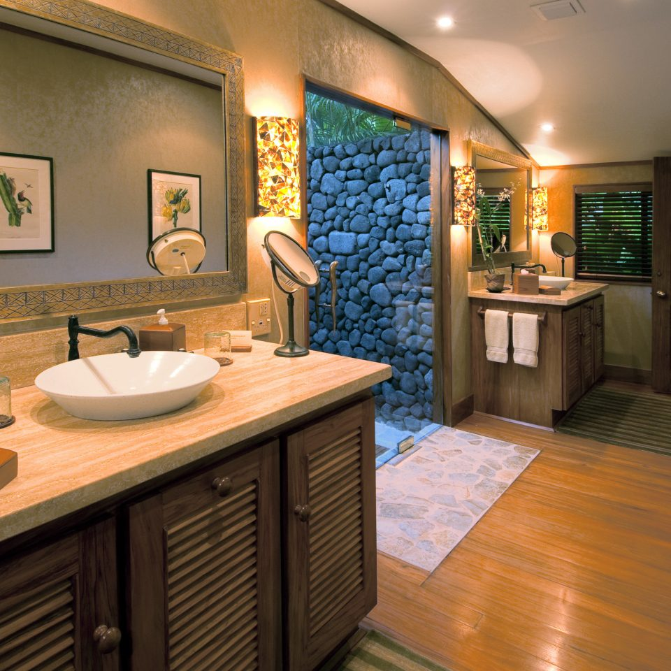 bathroom property home sink Kitchen cottage Suite counter Modern Island