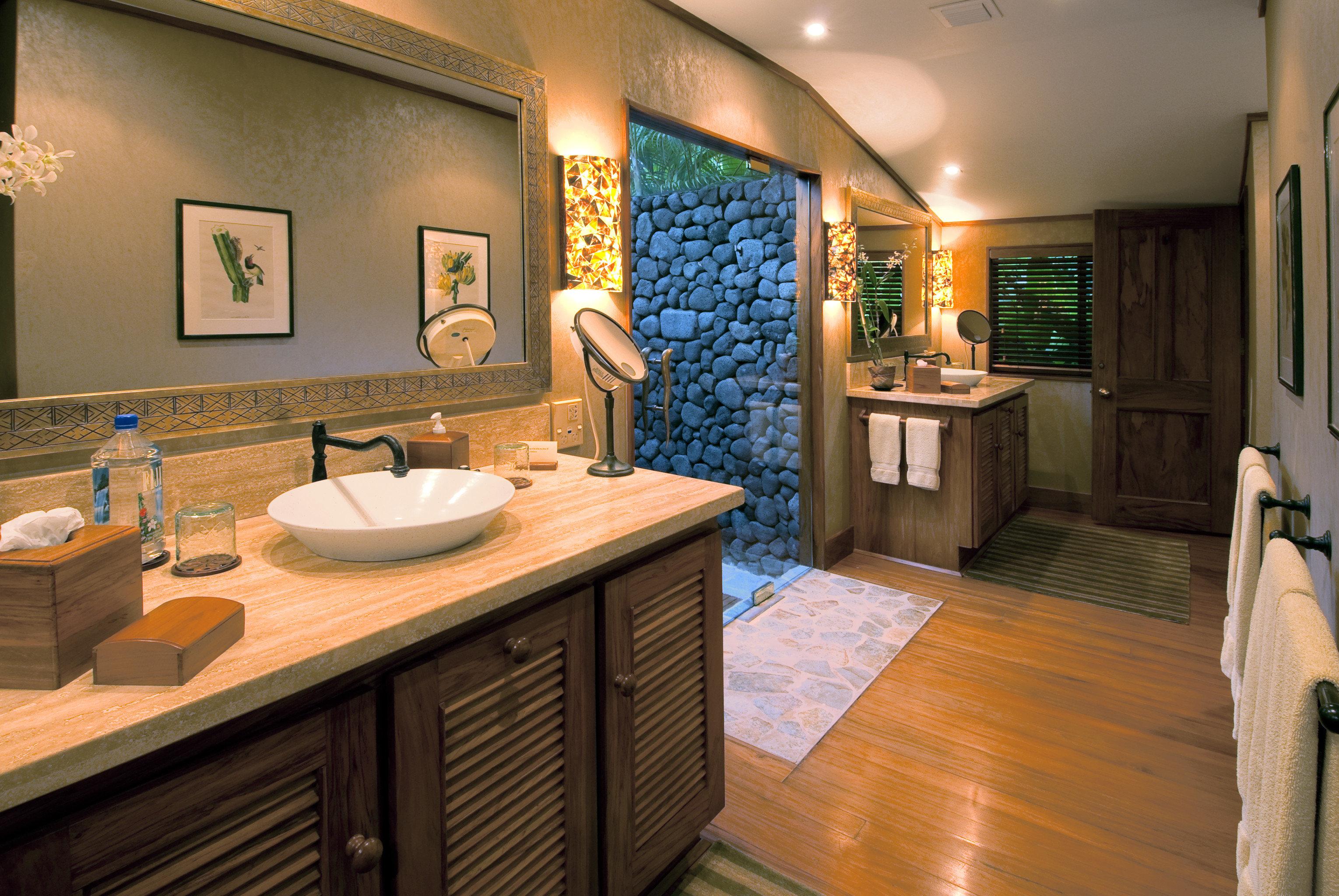 bathroom property home sink Kitchen cottage Suite counter Modern Island