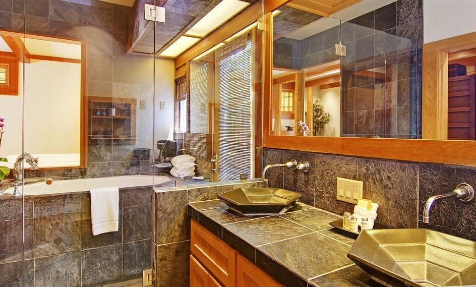 Kitchen property counter sink home cottage mansion Suite cabinetry farmhouse stainless Modern appliance Island
