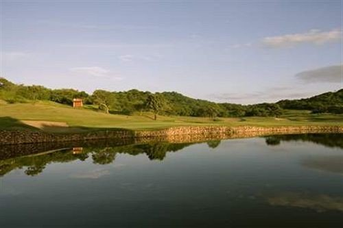 water sky structure Lake River Nature sport venue grassland golf course golf club plain loch reservoir floodplain panorama surrounded traveling land shore Island