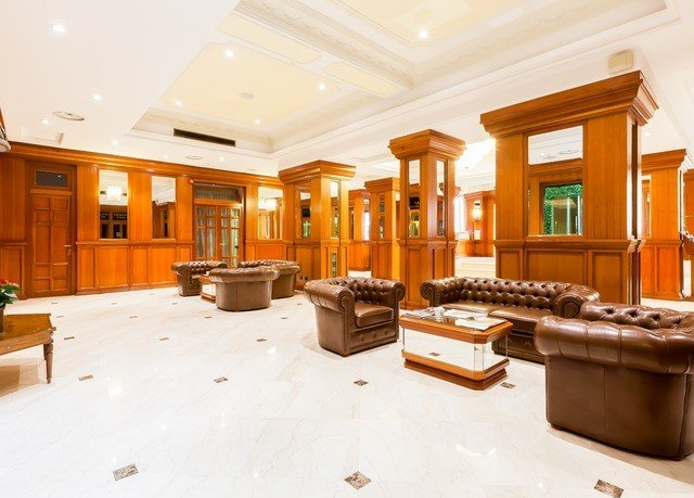 Lobby property living room home condominium mansion counter recreation room flooring Island