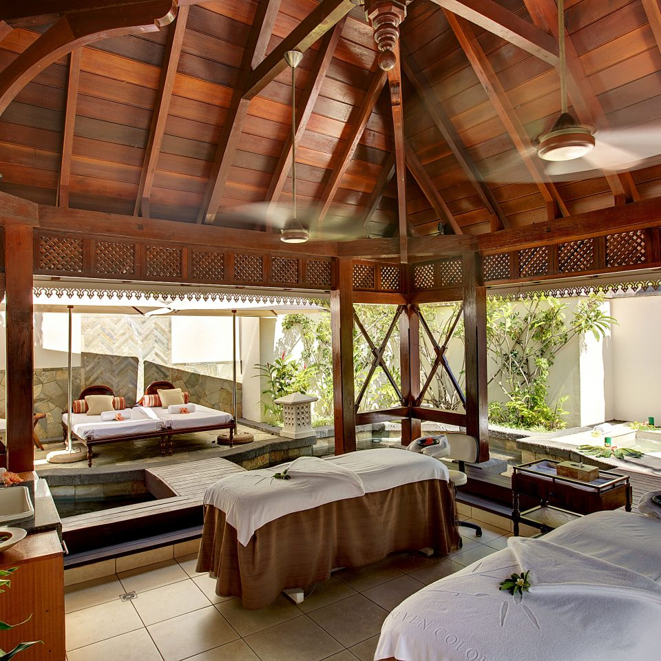 Island Luxury Romance Romantic Spa Wellness property Resort Villa cottage eco hotel mansion