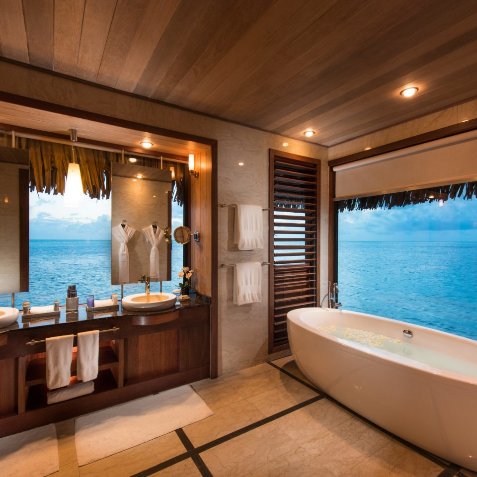 counter swimming pool Resort bathroom home Suite bathtub Villa amenity penthouse apartment jacuzzi tub Island Modern