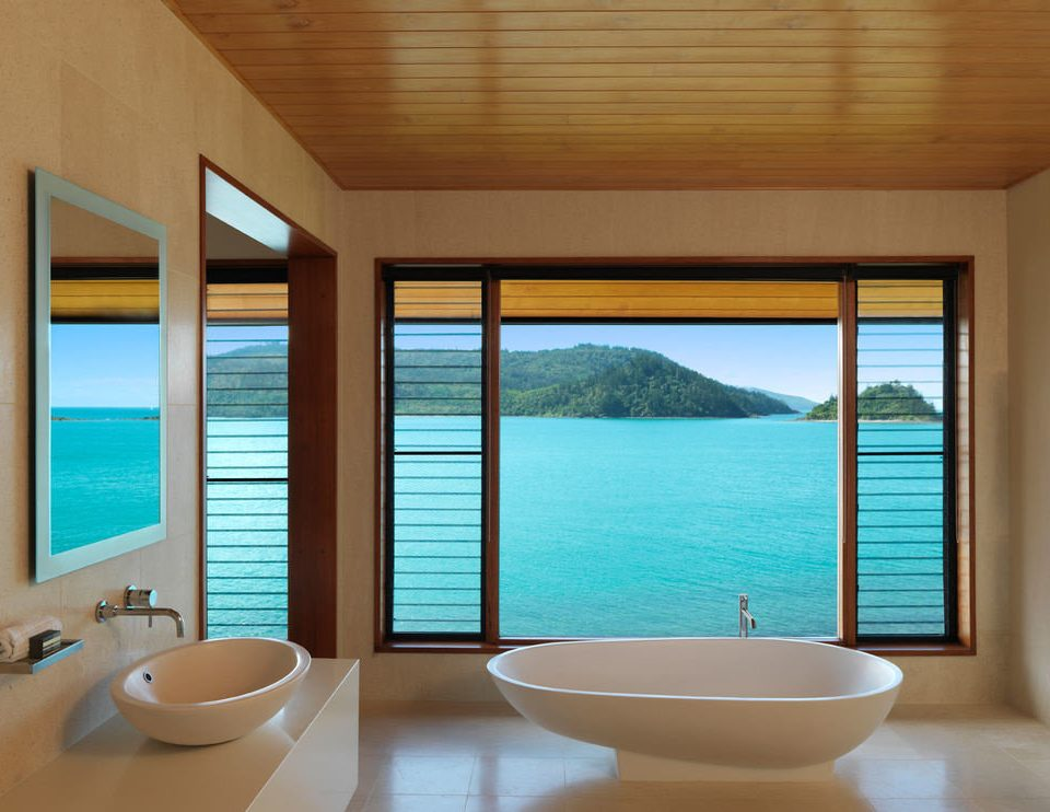 swimming pool property white home Suite condominium bathroom daylighting Modern tub Island bathtub