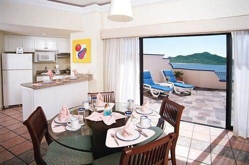 property chair cottage Suite condominium Villa Island dining table
