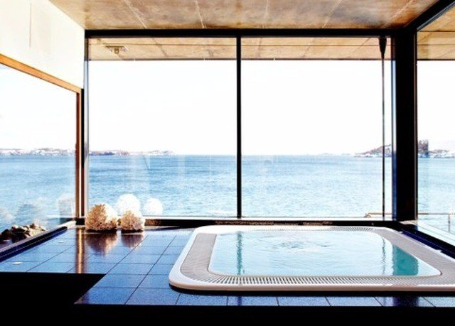 water swimming pool property daylighting jacuzzi overlooking Villa Island