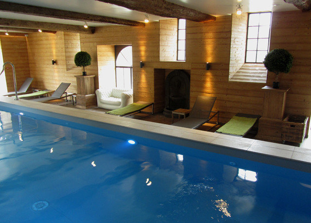swimming pool property jacuzzi