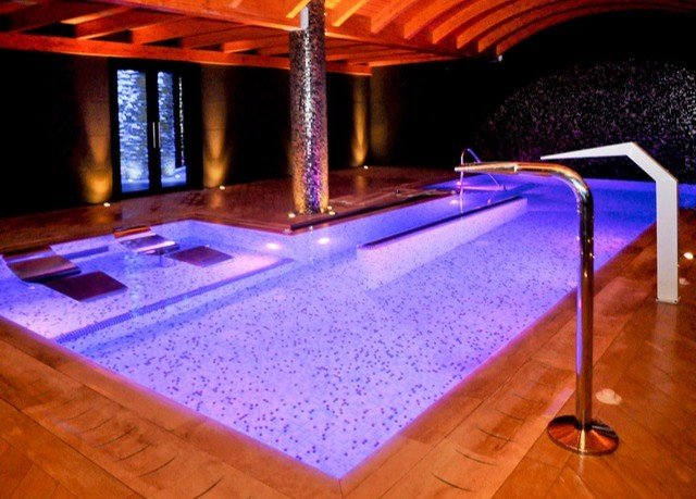 swimming pool jacuzzi