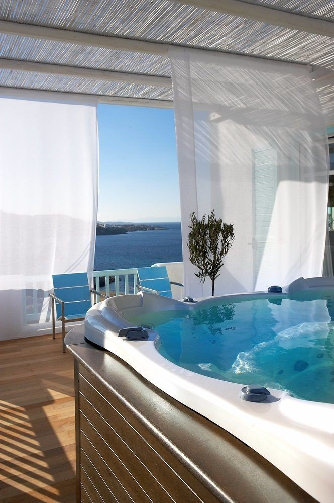 swimming pool yacht jacuzzi