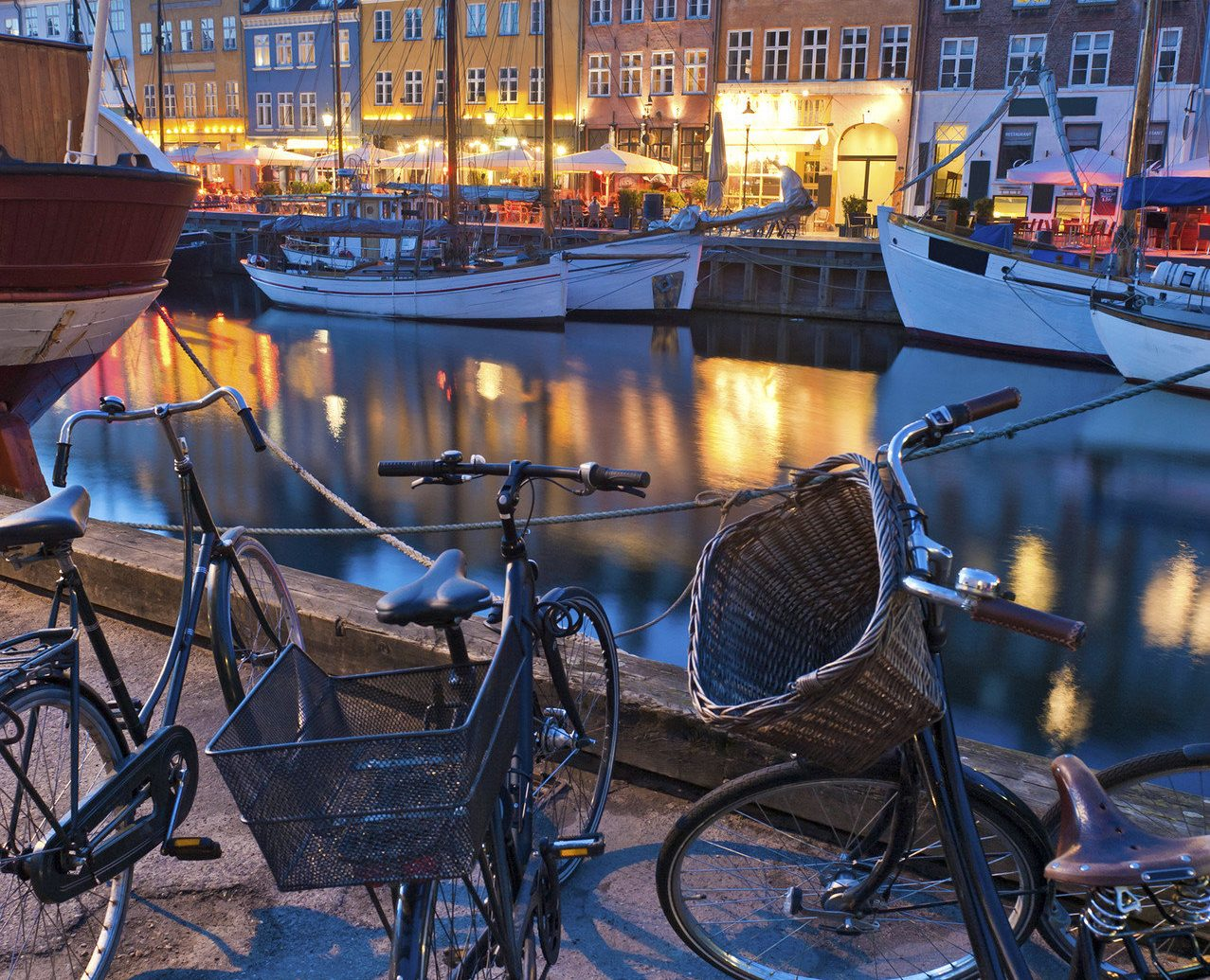 Trip Ideas outdoor sky bicycle vehicle Town City urban area human settlement Winter season cityscape evening waterway tourism parked street snow Canal