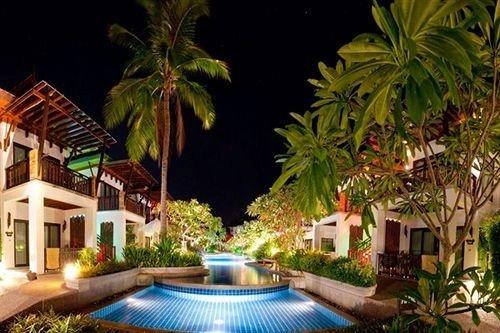 tree plant Resort property swimming pool Villa Jungle palm condominium eco hotel caribbean mansion backyard hacienda landscape lighting