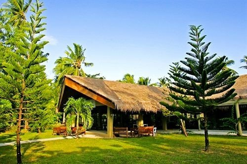 tree grass sky property Resort plant house home green eco hotel lawn Jungle Villa hacienda residential lush lined