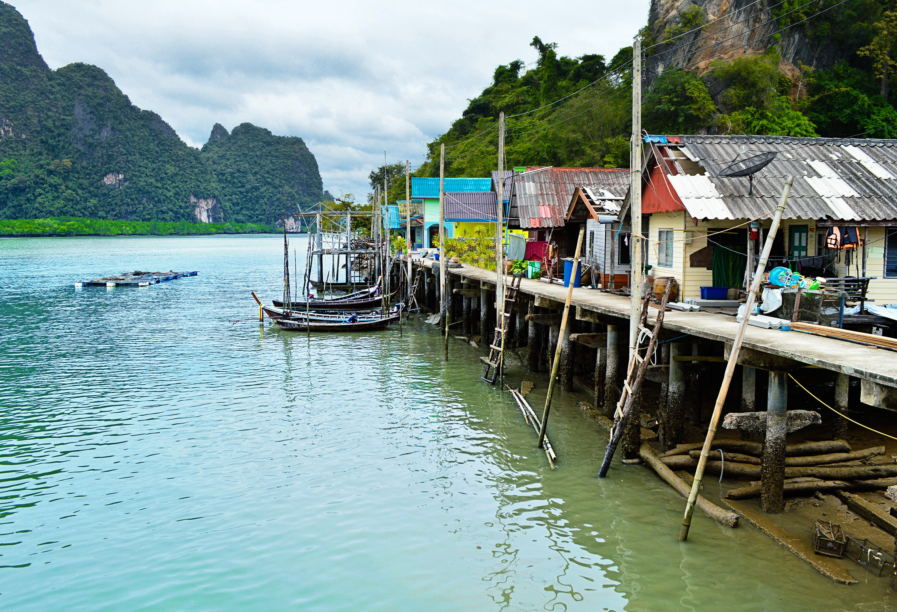 Jetsetter Guides water outdoor Boat mountain landform Sea vehicle dock vacation tourism docked bay Lake boating waterway Harbor travel surrounded