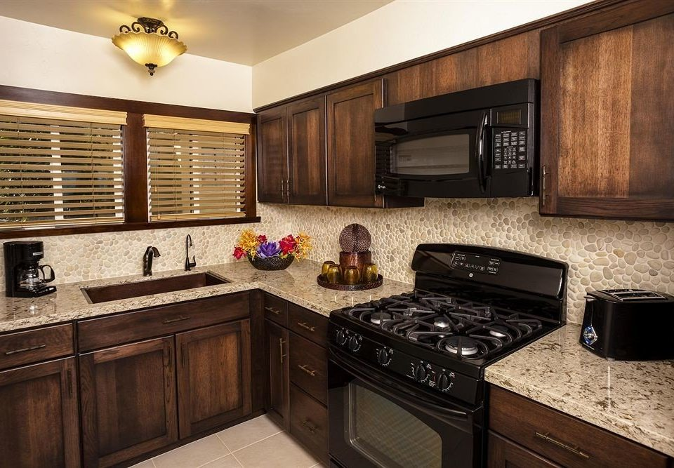 cabinet Kitchen counter appliance stove property home microwave oven cabinetry countertop hardwood cuisine classique stainless cottage steel kitchen appliance silver