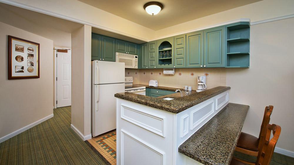 property Kitchen home hardwood cuisine classique cottage cabinetry countertop appliance