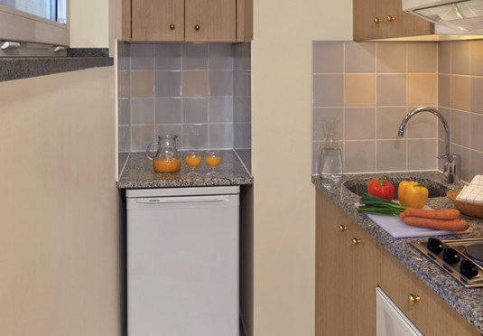 Kitchen property counter countertop cuisine classique cabinetry cuisine cottage food flooring kitchen appliance appliance stove