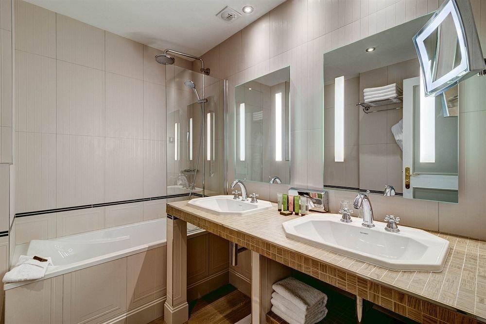 bathroom sink mirror property home vessel Kitchen cottage toilet bathtub public tile