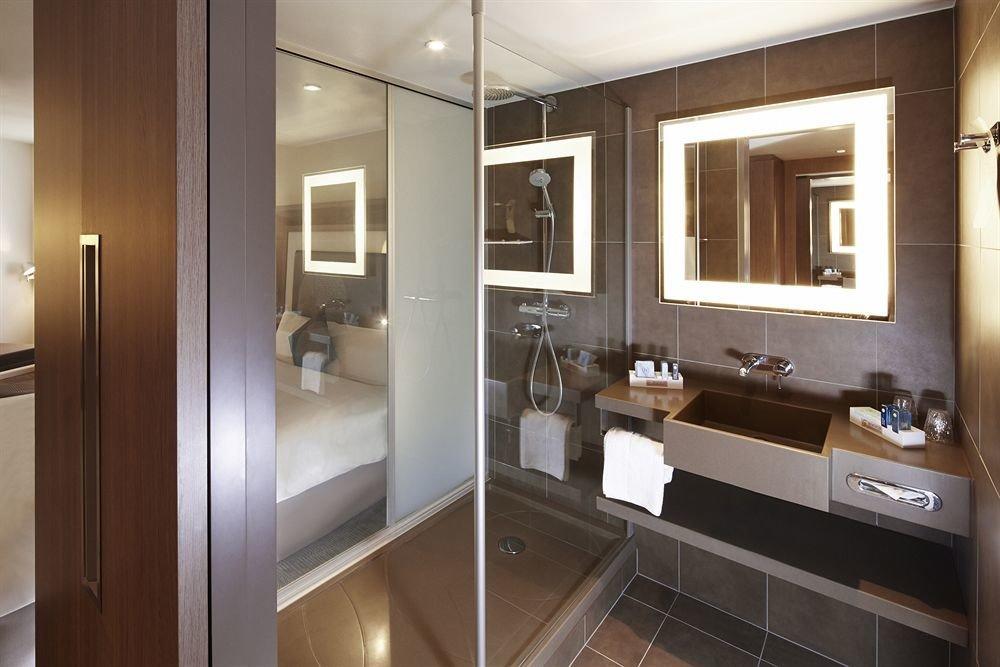 bathroom property cabinetry home Kitchen sink cuisine classique flooring condominium countertop kitchen appliance