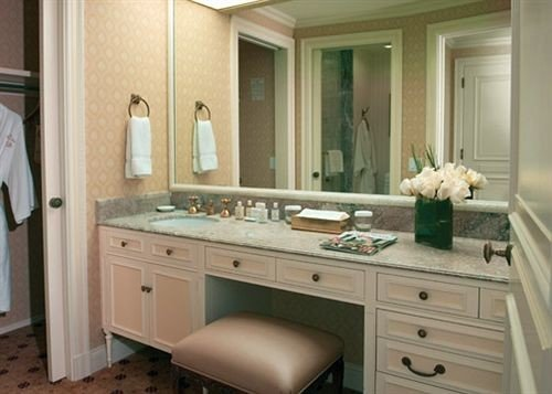 bathroom property countertop Kitchen cabinetry sink home hardwood cuisine classique cottage