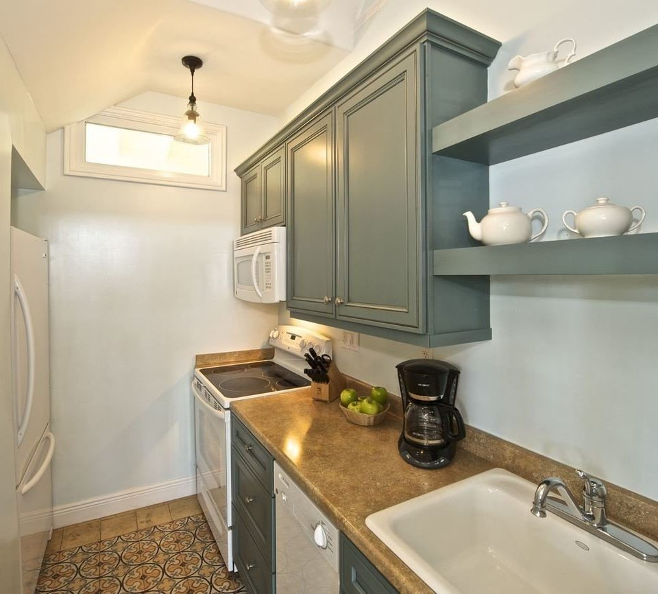 bathroom sink property mirror counter Kitchen countertop home cuisine classique cabinetry cottage flooring vanity