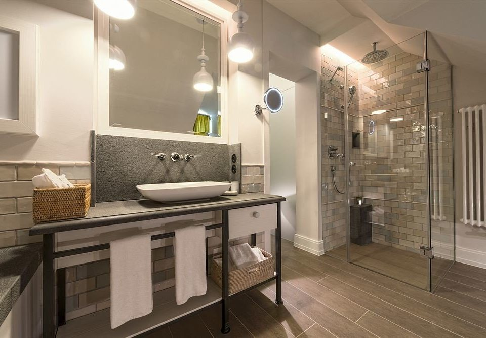 property home hardwood bathroom flooring cabinetry Kitchen wood flooring tile cottage countertop